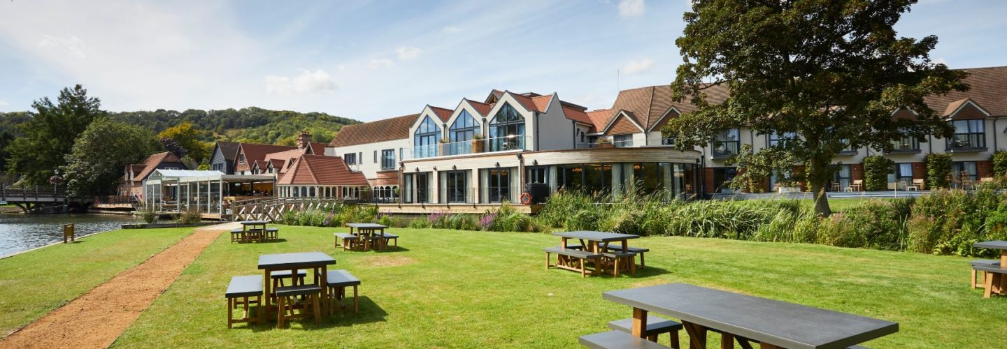 Hotel lawn for wedding and parties and functions The Swan at Streatley