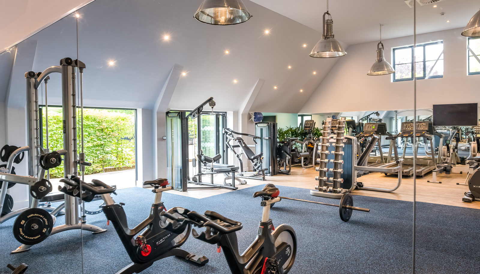 Covid compliant hotel gym with equipment